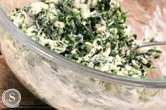 Spinach Roll Ups Easy Recipe! Super Bowl Appetizer Recipe for a Bite Sized Mini Snack! Spinach Appetizers, Dairy Free Appetizers, Healthy Appetizers, Appetizer Recipes, Snack Recipes, Cooking Recipes, Spinach Bites Recipe, Creamy Spinach Roll Ups Recipe, Spinach Rolls