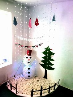 40 Brilliant DIY Snowman Craft Ideas For Amazing Winter Christmas Door, Simple Christmas, Christmas Holidays, Christmas Crafts, Easy Christmas Decorations, Festival Decorations, Maternelle Grande Section, Art For Kids, Crafts For Kids