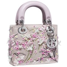 Stay 'lady like with Dior pink purses this season; by Dior fashion glam bags you are going to be gorgeous. Christian Dior 'Lady Dior' pink handbag is the one Dior Purses, Dior Handbags, Fashion Handbags, Purses And Handbags, Fashion Bags, Handbags Online, Style Fashion, Sac Lady Dior, Mode Statements