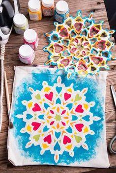 Simple mandala – Painting for kids – T shirt painting – Mandala painting – Kids design – Fabri Painting For Kids, Art For Kids, Crafts For Kids, Arts And Crafts, Art Crafts, Design Lotus, Mandala Design, T Shirt Painting, Fabric Painting