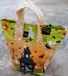 "Halloween Treat Bag From ""Sew Fishsticks"" http://www.fishsticksandfries.com/Tutorials/Treat%20Bag%20Tutorial.pdf"