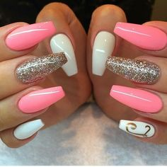 nails rose gold and white / nails rose gold nails rose gold glitter nails rose gold acrylic nails rose gold and black nails rose gold matte nails rose gold chrome nails rose gold ombre nails rose gold and white Peach Nails, White Nails, Pink Nails, My Nails, Hair And Nails, Jade Nails, Yellow Nails, Purple Yellow, Pink White