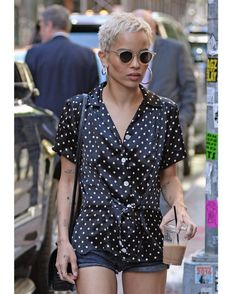 "50 Me gusta, 1 comentarios - The Fashion Inspo (@thefashioninspoo) en Instagram: ""Zoe Kravitz out in NYC#loveherpixiecut Check out our website for more! (link in bio) . . . . .…"""
