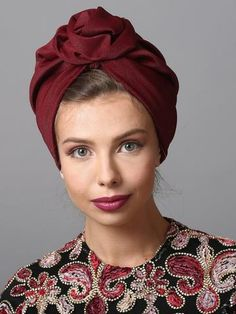 Flower style turban in burgundy. Perfect for holidays and special occasions. The Turban is stretchy, light, and comfortable. The back of the turban has an elastic strip sewn in for comfort and stability. This versatile turban can be worn as a full or Mode Turban, Hair Turban, Turban Hijab, Turban Headbands, Holiday Hairstyles, Scarf Hairstyles, Red Hair Accessories, Hair Scarf Styles, Turban Style