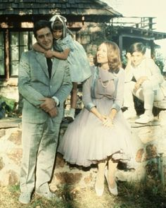 Al Pacino with Diane Keaton and kids during the set of The Godfather. This is such a goal family lmao. #alpacino #dianekeaton #thegodfather #michaelcorleone #movie #fav #francisfordcoppola #family #actor #actress #performance #historic #classiccinema #cinemalovers #mafia #cinephile #instalove
