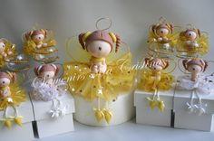 Angelitas presentadas  en cajas y central para torta ideal Bautismo , Comunión