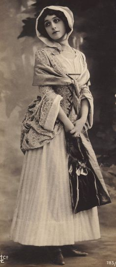 Lina Cavalieri circa 1900 on Early Outsized Postcard at redpoulaine