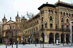 Iglesia Santa Engracia y edificio de Correos Zaragoza España.