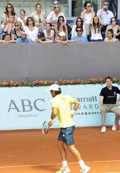 Ana Boyer observa a su novio, Fernando Verdasco, durante el Open de Madrid