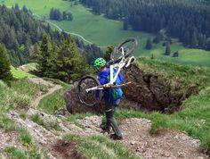 Cuando programas una larga salida en bicicleta, hay elementos esenciales a los que debes de poner mayor atención, y aquí te los enlistamos.