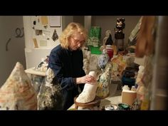 "Arlene Shechet arranging plaster sculptures in her New York City studio. Production still from the series ""Exclusive"". Institute Of Contemporary Art, Contemporary Artists, Plaster Sculpture, Sculpture Art, Arlene Shechet, Animation Stop Motion, Artistic Installation, Art Courses, Paperclay"
