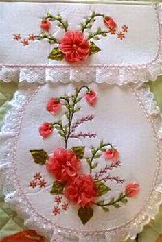 Resultado de imagen para imagenes de bordados en liston Hand Embroidery Stitches, Silk Ribbon Embroidery, Embroidery Patterns, Machine Embroidery, Fake Flowers, Pink Flowers, Ribbon Work, Needlework, Diy And Crafts