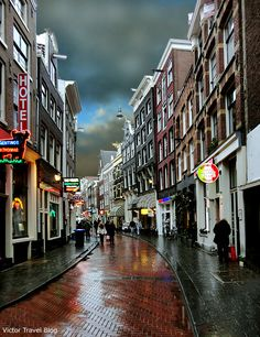 Narrow streets of Amsterdam, The Netherlands.  http://victortravelblog.com/2013/04/08/amsterdam-free-love-narcotics-no-tulips/