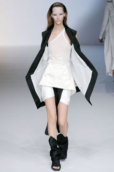See all the Collection photos from Rick Owens Spring/Summer 2010 Ready-To-Wear now on British Vogue Rick Owens, Dark Fashion, White Fashion, Dystopian Fashion, Gown Suit, Vogue, Kinds Of Clothes, Future Fashion, Fashion Show
