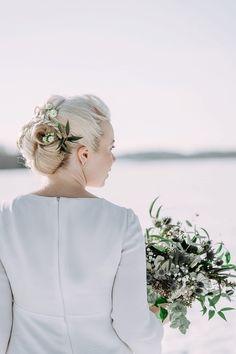 häät talvella, morsiamen puku, talvimorsian #winterbride #winterwedding #bridalstyle   www.katrihaavisto.fi Wedding Portraits, Wedding Ideas, Bride, Stylish, Artwork, Beautiful, Wedding Bride, Work Of Art, Bridal