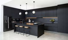 Black beauty: A bold kitchen with Silestone® Negro Tebas by Vicello Kitchens Black Kitchen Decor, Home Decor Kitchen, Kitchen Furniture, Diy Kitchen, Kitchen Ideas, Kitchen Modern, Kitchen Floor, Table Furniture, Kitchen Sink