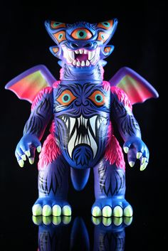 toybot studios: Red Carpet Kaiju Show at Toy Art Gallery, Sept. Vinyl Toys, Vinyl Art, Japanese Monster, Monster Toys, Japanese Toys, Found Object Art, Metal Toys, Lowbrow Art, Soul Art
