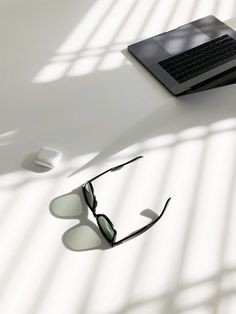 7 Magnificent Sunglasses Images Flat-lay Photography Of Wayfarer-style Sunglasses And MacBook Pro Earn Money From Home, Make Money Online, How To Make Money, Marketing Program, Affiliate Marketing, Internet Marketing, Online Marketing, Media Marketing, Mobile Computing