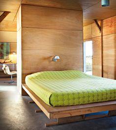 Une chambre design toute de bois vêtue