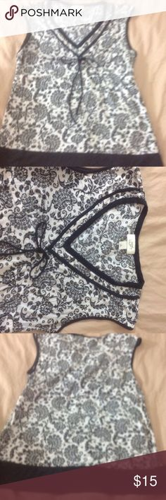 Ann Taylor Loft Blouse Preloved Ann Taylor loft Black and white paisley print V-neck blouse great class for the summer Ann Taylor Tops Blouses
