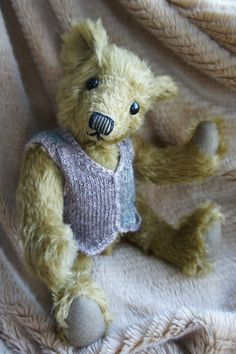 Willoby. A 12 inch One of a Kind Mohair artist bear by TulipBears