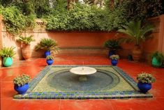 Discover Jardin Majorelle in Marrakesh, Morocco: It took 40 years to build this Eden-like garden in Marrakech, later restored by Yves Saint-Laurent. Bougainvillea, Water Fountain Design, Porches, Moroccan Garden, Inside Garden, Famous Gardens, Most Beautiful Gardens, Beautiful Buildings, Water Garden