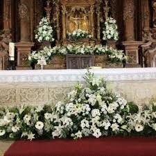 Imagen relacionada Church Wedding Decorations, Altar Decorations, Wedding Wreaths, Flower Decorations, Wedding Flowers, Altar Flowers, Church Flowers, White Flower Arrangements, Wedding Arrangements