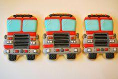 Firetruck Using Sugarbelle Bus Cutter Car Cookies, Cut Out Cookies, Summer Cookies, Cookies For Kids, Cookie Cake Decorations, Cookie Decorating, Cookie Designs, Cookie Ideas, Fire Fighter Cake