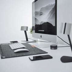 "183 Likes, 1 Comments - Oliur Rahman (@ultralinx) on Instagram: ""Always feels good having a tidy workspace. #minimalsetups @minimalsetups"""