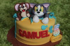 A very cute Tom and Jerry cake.