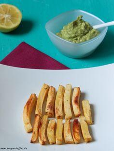 Low Carb und veganes Rezept für Pastinaken Pommes mit Avocado Dip.