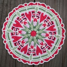 Gorgeous #crochet mandala via @winkieflash and CAROcreated
