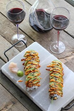 Dragon Roll Recipe & An UncommonGoods Giveaway! Sushi Lunch, Sushi Chef, Dragon Roll Sushi, Eel Sushi, Sushi Roll Recipes, Good Food, Yummy Food, Food Goals, Rolls Recipe