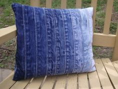 The most unique and coolest repurposed jean pillows and cushions. Do you hate throwing out old jeans, how about upcycling them into denim pillows. Patchwork Cushion, Quilted Pillow, Blue Jean Quilts, Denim Quilts, Denim Art, Jean Crafts, Denim Ideas, Jeans Denim, Pillow Cases