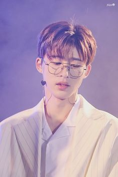 He always looks good with glasses no lies Yg Ikon, Kim Hanbin Ikon, Ikon Kpop, Chanwoo Ikon, Ikon Leader, Winner Ikon, Jay Song, Ikon Wallpaper, Manish