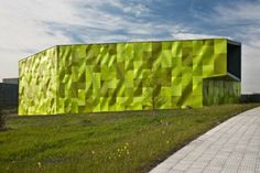 Image 9 of 21 from gallery of Urban Solid Waste Collection Central / Vaillo + Irigaray. Photograph by Vaillo + Irigaray Building Facade, Building Design, Garbage Collection, External Cladding, Green Facade, Recycling Center, Recycling Ideas, Solid Waste, Facade Architecture