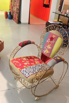 Upholster any old iron chair in Bohemian style! Use cutter quiltls, sweaters, corduroys/jeans, chenille bedspreads .LOVE this chair! Funky Furniture, Painted Furniture, Bohemian Decor, Bohemian Style, Boho Chic, Deco Boheme, Chenille Bedspread, Take A Seat, Rocking Chair
