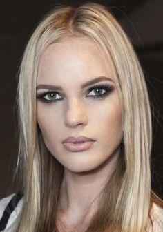 Copia il look: occhi sfumati e labbra rosa / beauty / Home page - Cosmopolitan