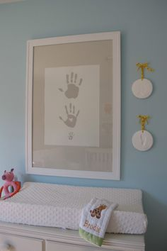 Sweet nursery decor: handprints for daddy, mommy and baby! (You could even throw in the pet's, too!) #nurserydecor