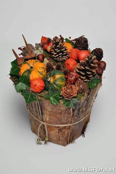 Simple Flowers, Fall Flowers, Autumn Decorating, Fall Decor, Thanksgiving Decorations, Christmas Decorations, Fall Flower Arrangements, Deco Floral, Autumn Crafts