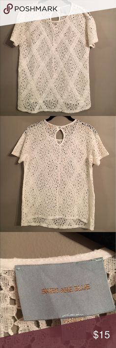SKIES ARE BLUE White Eyelet Top SKIES ARE BLUE White Eyelet Top - Size S - 70% Cotton / 30% Nylon Skies Are Blue Tops
