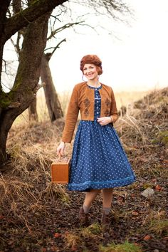 #DIRNDL NINA #SPITZENBLUSE SYBILLE #LEDERJACKE ARMINA #DIRNDL MELANIE - Vuigfui TrachtenmanufakturVuigfui Trachtenmanufaktur Folk Fashion, Vintage Fashion, Womens Fashion, Pretty Outfits, Cute Outfits, Traditional Outfits, Vintage Style, What To Wear, Clothes