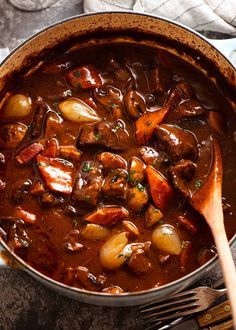 Beef Burgundy - Big pot of freshly cooked Beef Bourguignon, ready to be served Korma, Biryani, Beef Dishes, Food Dishes, Main Dishes, One Pot Meals, Main Meals, Meat Recipes, Cooking Recipes