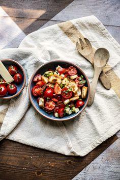 Da fühlt man sich gleich wie in Italien. Wir bringen ein kleines Stück «Bella Vita» zu euch nach Hause. #käse #schweizerkäse #sommer #summer #toskana #italy #italien #salat #salad #healthy #snack #party #apero