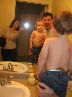 Dads never notice I guess. Omg haha this is gross Funny Baby Images, Funny Dog Photos, Funny Pictures For Kids, Funny Dog Videos, Parenting Fail, Parenting Humor, Funny Babies, Funny Kids, Funny Family