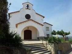 Iglesia nueva y casa del cura. Cofita, Huesca, Spain.
