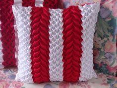 Polštářek-povlak Polštářek šitý technikou Capitone-žabičkování-3D efekt celý polštářek ručně šitý zapínání na zip materiál satén nemačká se praní na 30 možno koupit vnitřní péřový polštářek 45x45 cm za 170 kč