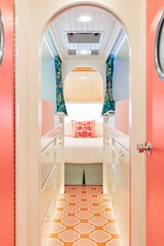 we all scream for airstream — alison kandler interior design Airstream Living, Airstream Campers, Airstream Remodel, Airstream Renovation, Airstream Interior, Vintage Airstream, Vintage Travel Trailers, Remodeled Campers, Vintage Campers
