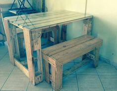 Table et banc en palettes de bois