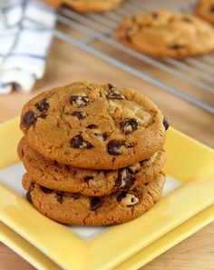 These Brown Butter & Molasses Chocolate Chip Cookies are simply the best; using brown butter & adding molasses makes all the difference in the world! Best Chocolate Chip Cookie, Chocolate Desserts, Chocolate Chip Cookies, Chocolate Chips, Baking Recipes, Cookie Recipes, Dessert Recipes, Bar Recipes, Recipies
